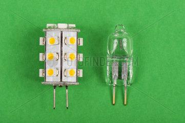 Moderne LED sparen 90% gegenueber Niedervolt Halogen-Leuchtmittel.