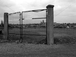 Acker hinter Gittern