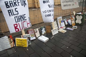 Protest gegen Mietwucher bei Buchhandlung Wohlers