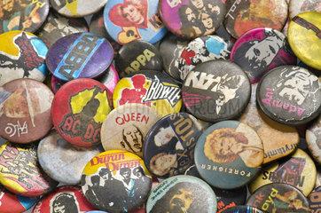 alte Buttons Rock und Pop  1975-1985