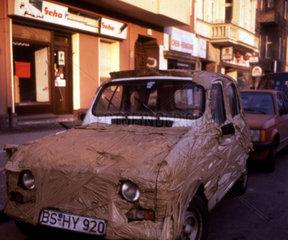 Auto mit Thesa verklebt