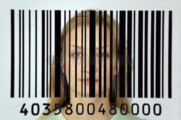 Frau mit Barcode