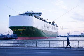 Frachtschiffhafen im Dock in Bremerhaven