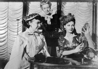 drei Damen beim Huete einkauf