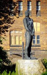 Claas (Klaus) Stoertebeker zu Ehren: ein Denkmal im Hambuer Hafen erinnert an den 1401 hingerichteten Seeraeuber.