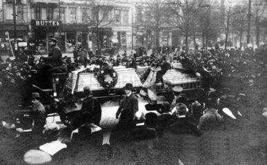 Trauerzug fuer Karl Liebknecht 1919-1920