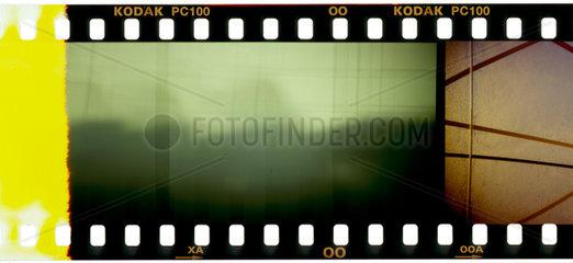 Abstrakt: Filmvorspann eines KB-Films.