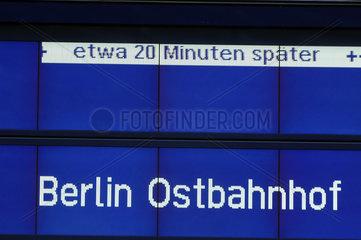 Anzeige auf dem Bahnhof - 20 MiNuten Verspaetung
