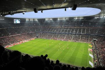 Die Allianz-Arena in Muenchen. Innenaufnahme. Bayern Muenchen gegen Bayer Leverkusen.
