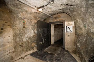 Ein ungewoehnliches Hotel: Auf dem Gotthardpass hat der Kuenstler Jean Odermatt in einem ehemaligen Armee-Bunker das futuristische Seminarhotel La Claustra eroeffnet.