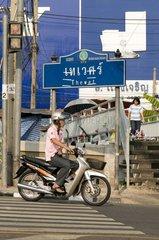 Moped auf der Krungkasem Road beim Thewet Kanal / Bangkok / Thailand / SUED