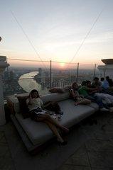 """Dachterrasse der BAR """"DISTIL"""" im 64. Stockwerk des State Tower /"""