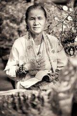 Indische Frau (Inderin) mit rotem Punkt auf der Stirn / Bangkok / Thailand
