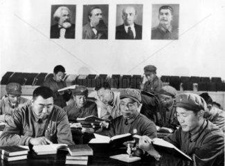 Kommunistischen Maenner lesen