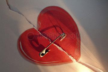 rotes zerrissenes Liebesherz