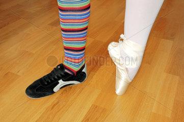 Ein sportliches und ein elegantes Ballerinabein