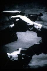 Kriminalitaet-2 Haende 2 Pistolen