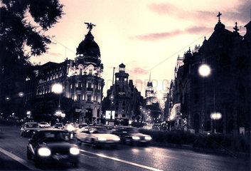 Spanien - Madrid - Verkehr auf der Gran Via vor dem Metropolis Haus
