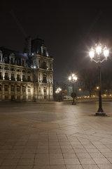 France  Paris  Place de l'Hotel de Ville illuminated at night