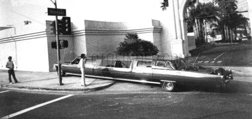 sehr langes Auto