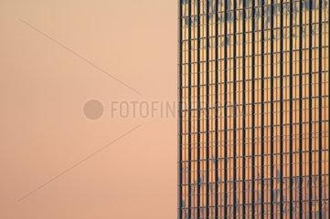 Hochhaus Hotel Park Inn am Alexanderplatz beim Sonnenuntergang