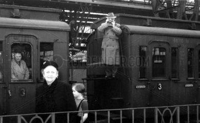 Zug Bahnhofshalle Fotograf