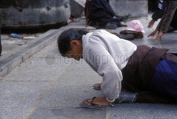 Niederwerfung zum Gebet