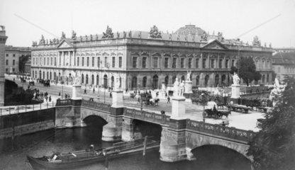 Berlin Schlossbruecke und Schloss1890