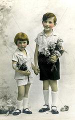 Bruder und Schwester  1920