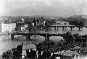 Bruecken ueber die Moldau in Prag  1945