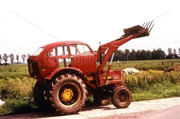 Mischung aus Auto und Traktor