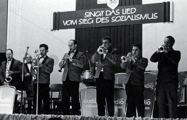 Sing das Lied vom Sozialismus