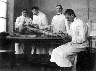historische Szene in der Pathologie