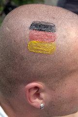 Deutsche Farben auf der Glatze