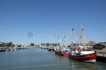 Schiffe im Hafen von Buesum