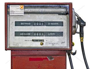 alte defekte Diesel Zapfsaeule  1966