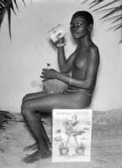 schwarze Frau trinkt deutsches Bier  1912
