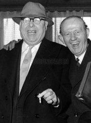 Zwei lachende Maenner 1950er