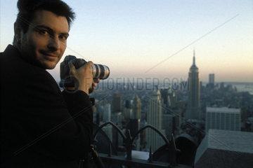 Fotograf blickt vom Rockefeller Centre auf Empire State Building