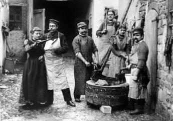 Arbeiter trinkend