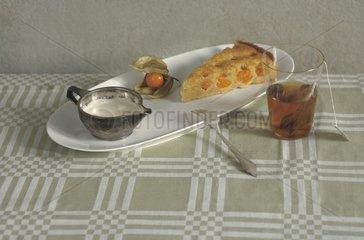 physalis-mandel-torte und tee