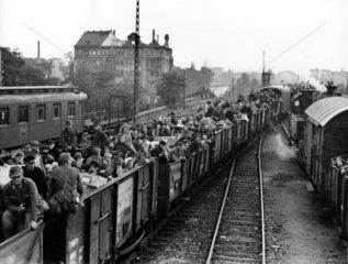 Transport von Menschen in Gueterwaggons