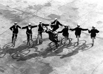 Fahrradakrobatik  1925
