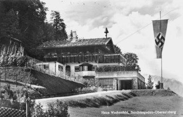 NS Fahne vor Hitlers Haus am Obersalzberg