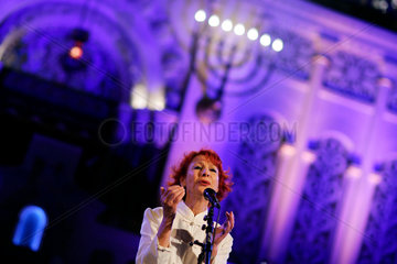 Israeli vocalist Esther Ofarim performs at synagogue