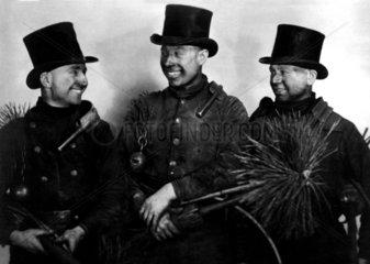 3 Schornsteinfeger