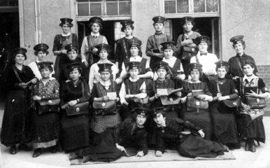 Brieftraegerinnen Gruppenbild
