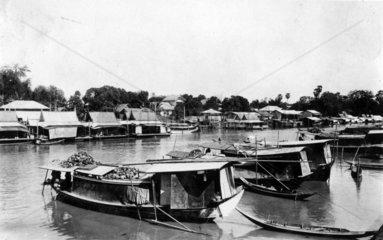 Bangkok Boote im Wasser