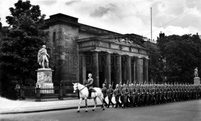 Berlin 1940 Ehrenmal Wachabloesung