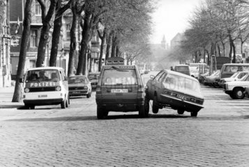 zwei Autos kollidieren